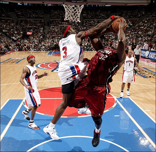 Ben Wallace blocks Shaquille O'Neal