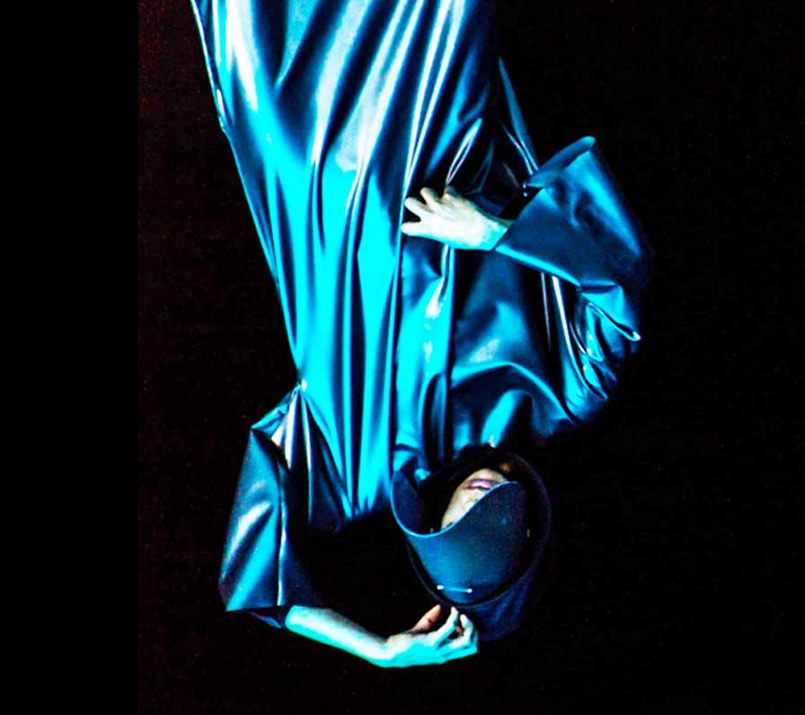 Clark - Peak Magnetic Sander Houtkruijer, 2017, UK short film, La Guarimba International Film Festival, El tornillo de Klaus, best short film festivals, guarimba selection 2018, guarimba selección 2018, Short film Selection 2018, best 2017 short films, videoclip,