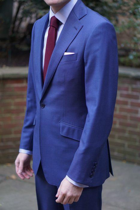 traje azul marino