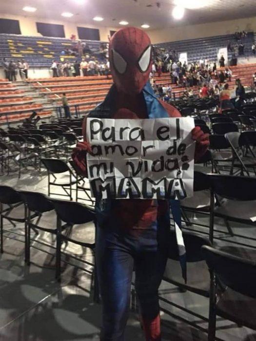 graduación spiderman cartel