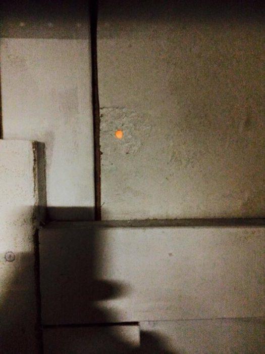 Cosas siniestras en casas viejas agujero