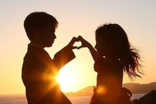 se enamora los niños
