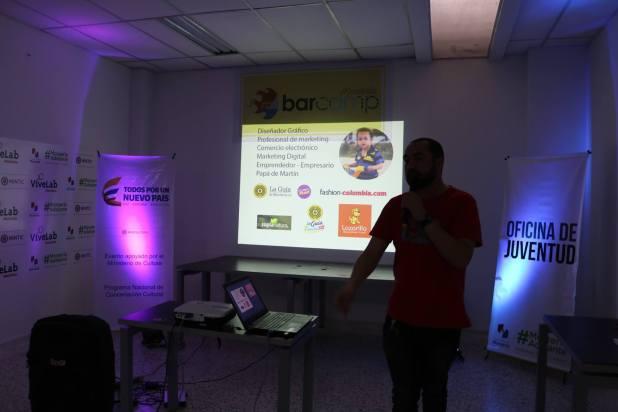 Francisco Agámez en el BarCamp narrando su experiencia con La guía de Montería y demás emprendimientos.