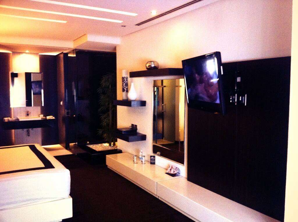Motel Casa Blanca Suites Bernardo Reyes  LA GUA M