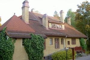 Villa Elfvikin pihapiiriin on porattu neljä lämpökaivoa