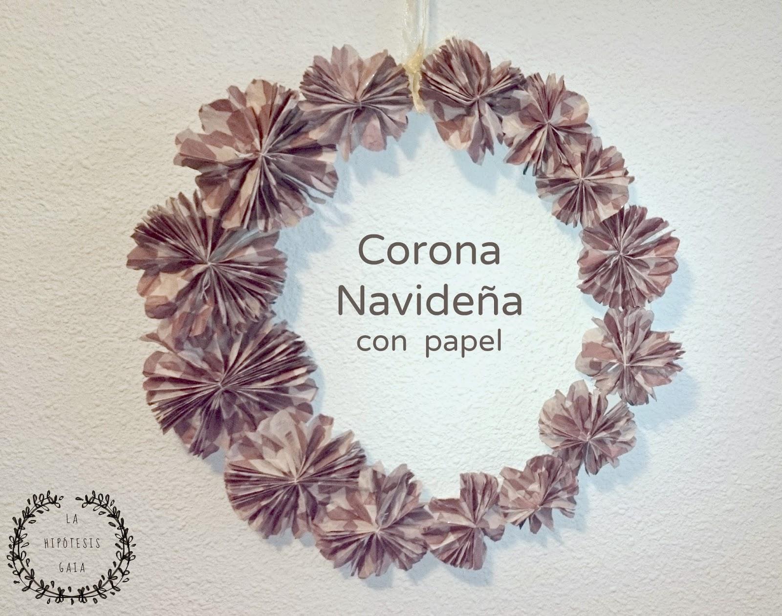 Corona navideña con papel