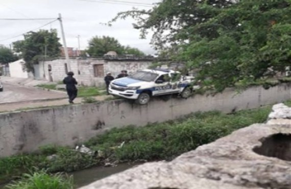 Vecinos atacan a la policía y defienden a personas acusadas de robar