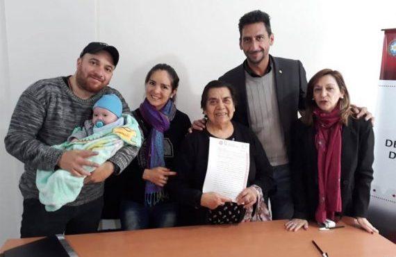 Más de 140 familias salteñas firmaron las escrituras de sus terrenos
