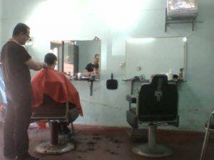 Las peluquerías atenderán a un máximo de tres clientes o de forma particular.