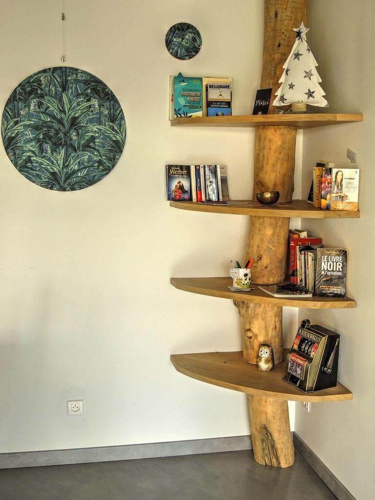 etagere d angle tronc d arbre par l
