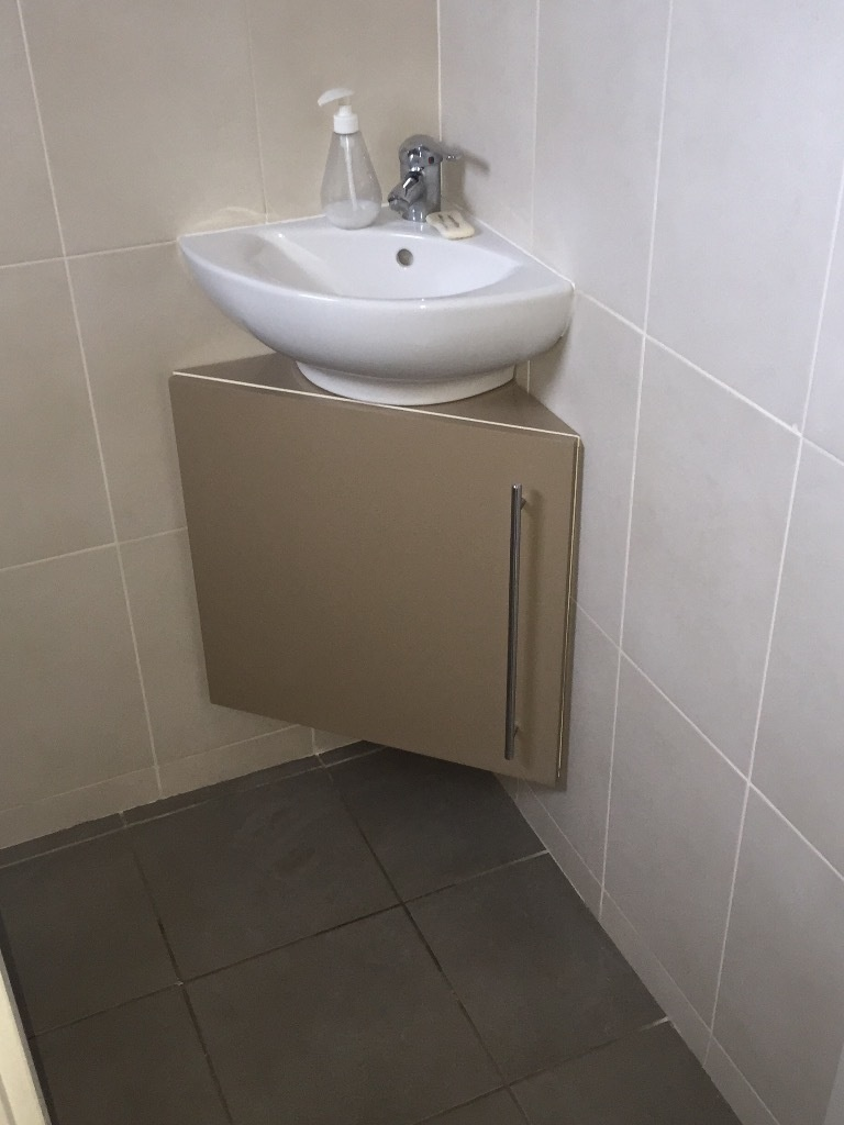 Meuble sous vasque dangle par tacoule38 sur LAir du Bois