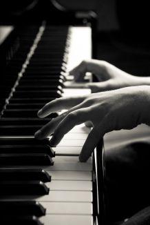 """""""On les compare, on hésite ; chaque note doit avoir son poids"""" / Laïus au piano dans la chanson """"Rejoins-moi"""""""