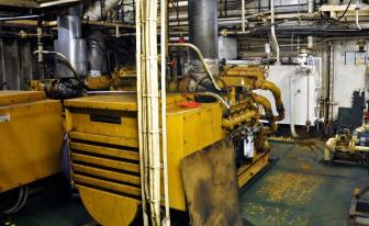 Kaksi diesel generaattoria virrantuottoon.