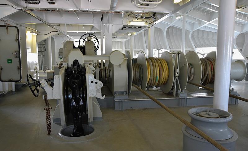 Kiinnitysköydet ja ankkuriketju 8000kg:n ankkurille.