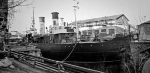 jäänmurtaja Tarmo Suomenlinnan telakalla
