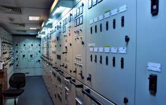 rahtilaivan sähkönjakohuone