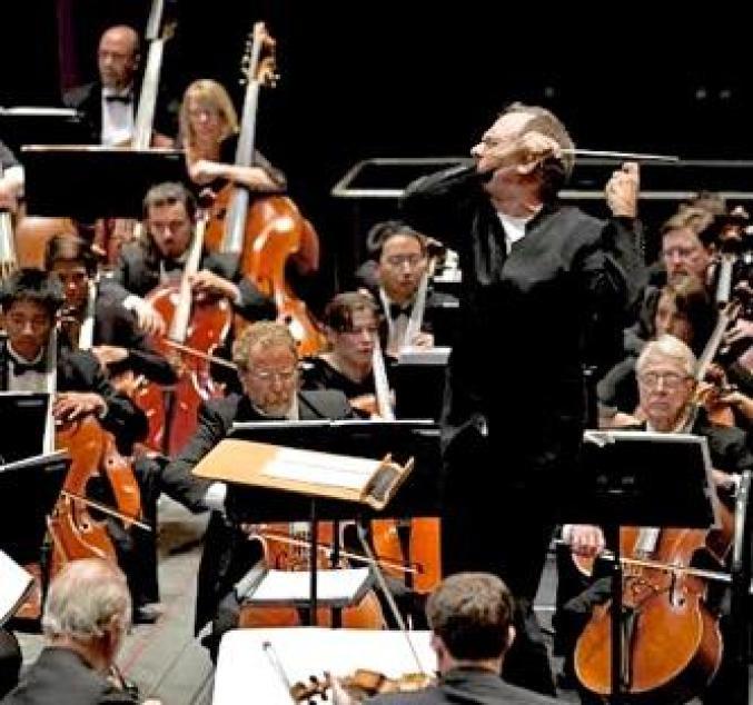 1605_v1_la-jolla-symphany-and-chorus-orchestra