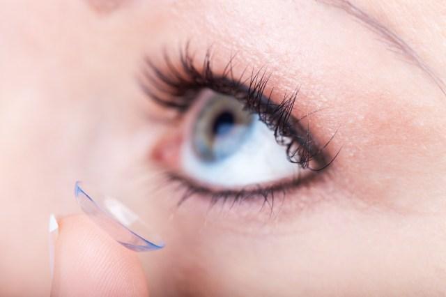 Contact lens applying, macro