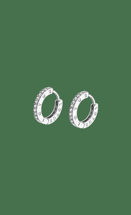 Lotus Silver lp1887-4/1 Aro 15 mm Con Circonitas Aro de plata de 15 mm con cierre catalán y frontal cuajado de circonitas blancas todas ellas engastadas. Este es un indispensable en tu joyero. Pendiente ligero para su mayor comodidad que con sus circonitas da una sutil pero innegable elegancia. Todos los articulos se entregarán con su caja y garantia oficial. Producto fabricado en plata de 925 mm