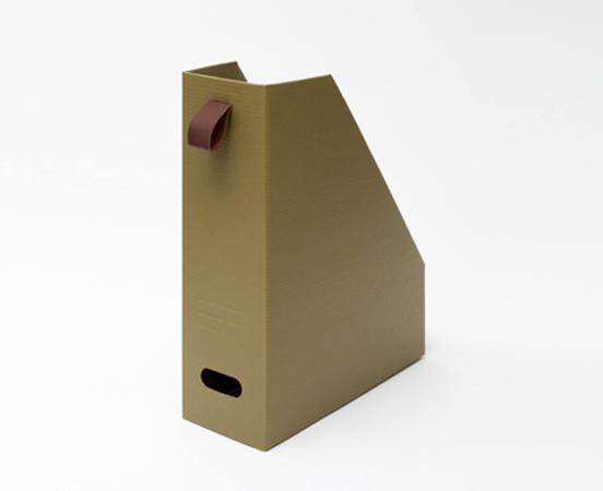 range revues en carton recycle et cuir