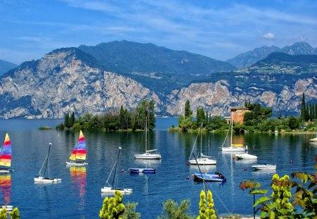 Navigating The Lake Como
