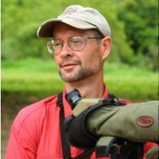 Morton Arboretum ornithology instructor Denis Kania