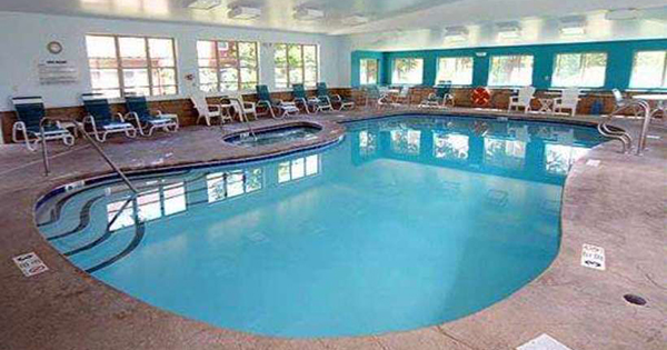 Lake George Hotels With Indoor Pools In The Village Nearby