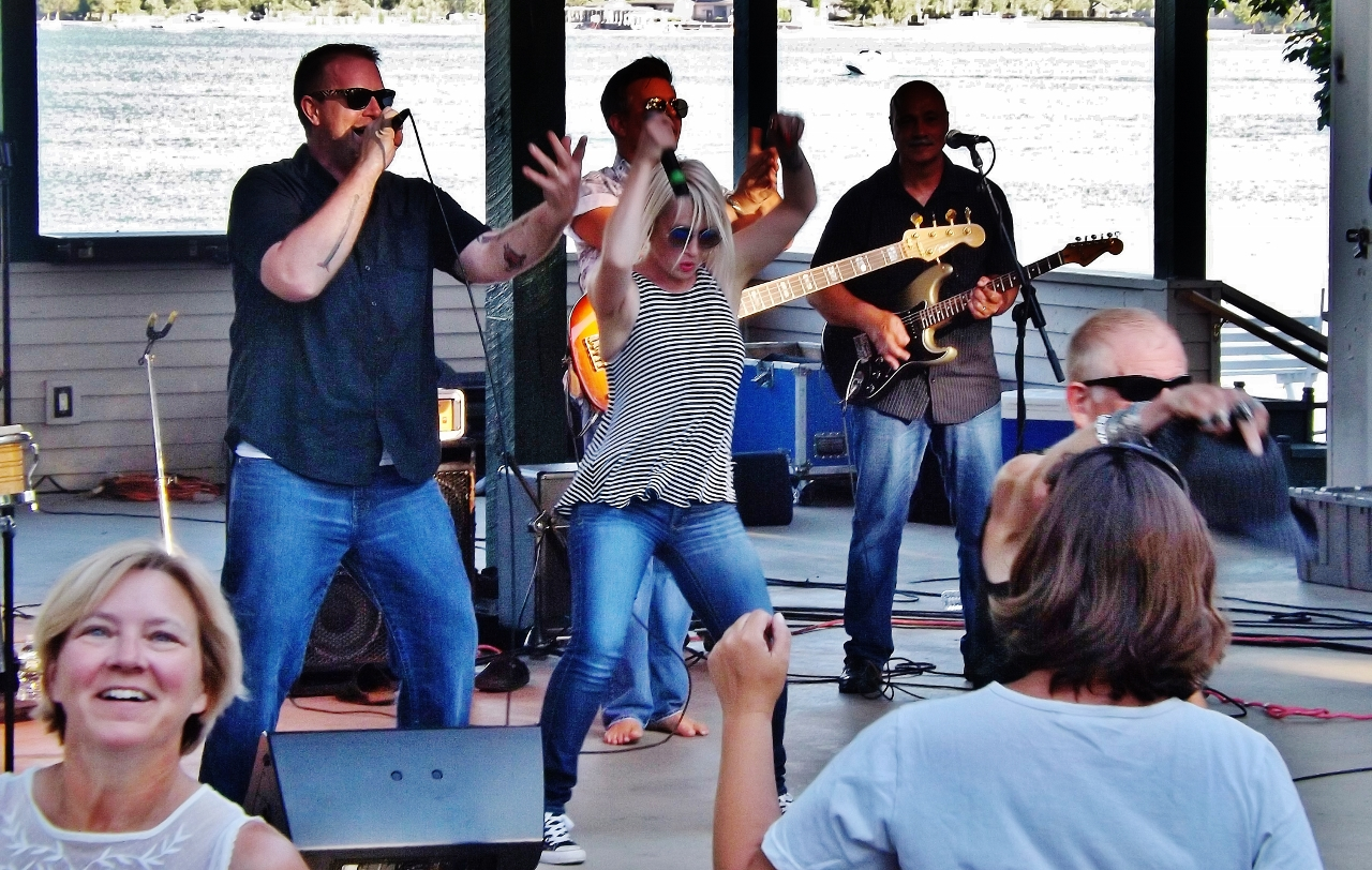 The Refrigerators perform in Lake George