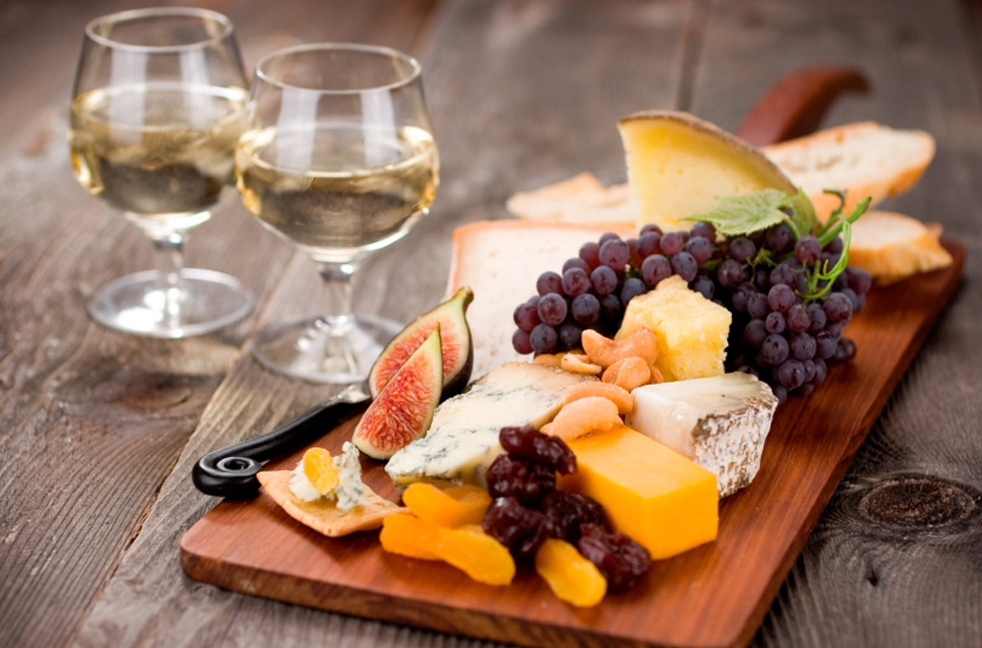 Enjoy wine and beer tasting on selected evenings during the season.