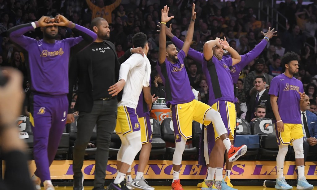Los Angeles Lakers celebrate from the bench, Los Angeles Lakers vs New York Knicks at STAPLES Center