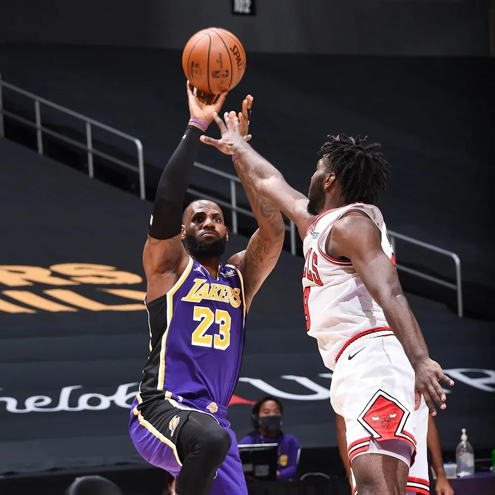 LeBron James, Los Angeles Lakers vs Chicago Bulls