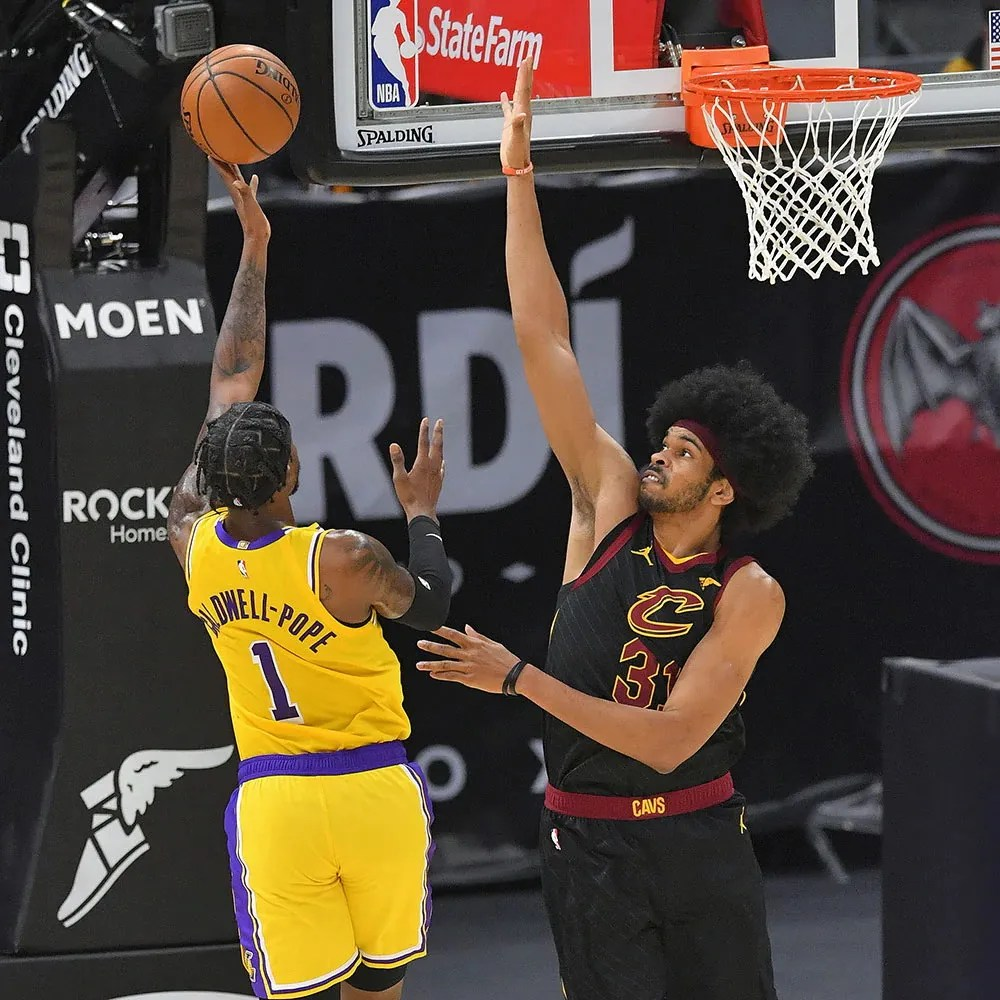 Kentavious Caldwell-Pope and Jarrett Allen, Los Angeles Lakers vs Cleveland Cavaliers