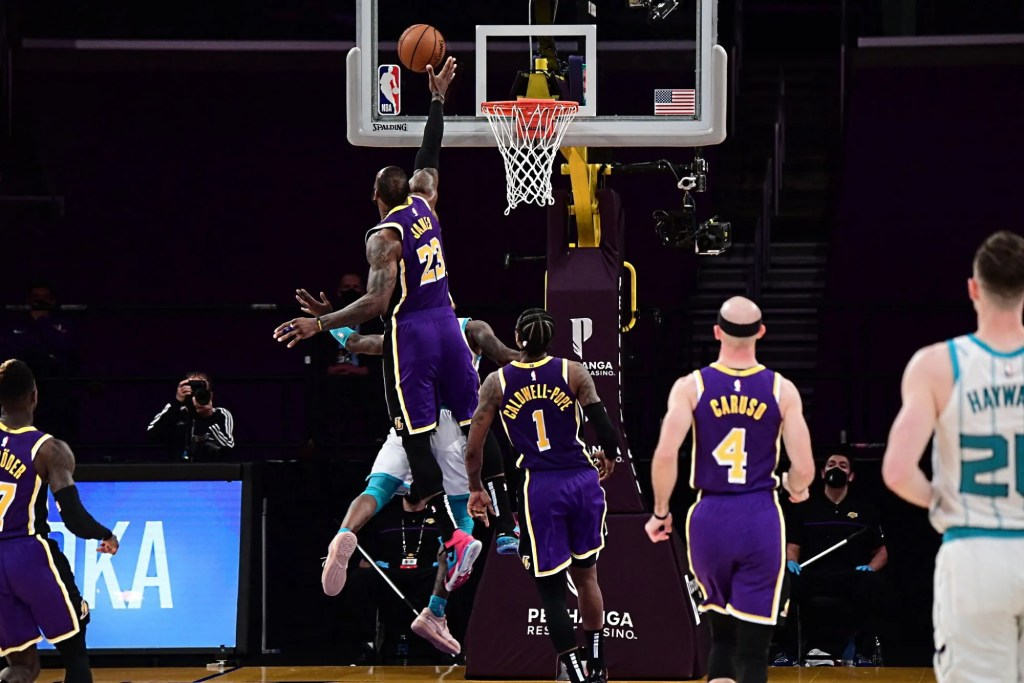 LeBron James, Los Angeles Lakers vs Charlotte Hornets
