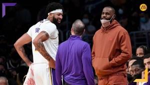 Frank Vogel non intende svelare il quintetto iniziale dei Los Angeles Lakers. Kent Bazemore e DeAndre Jordan pronti a ricoprire il ruolo.