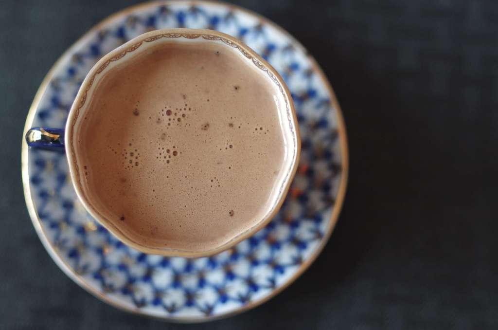 Keto hot cocoa - a delicious treat on a cold winter day. It will warm your heart and soothe your soul. | www.lakesidetable.com