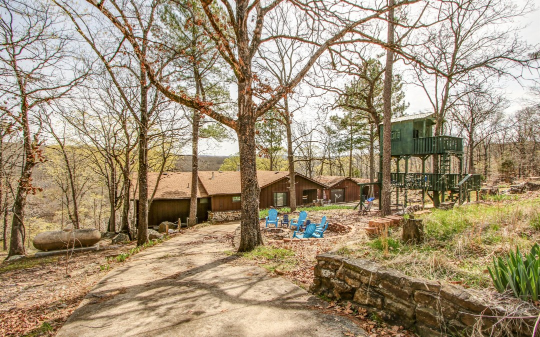 Tenkiller Lakefront-Lakeview Home W / Dock -4 br 3 ba ,Stone fire place, 3 Slip Boat Dock W/swim deck / staircase Walk to water. W / Large Deck W / slide, marble counter tops,