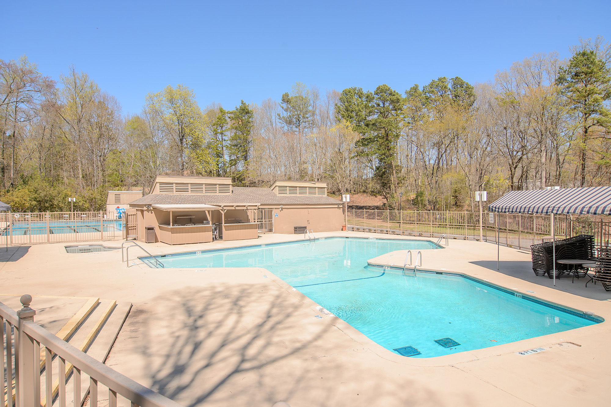 river hills family pool