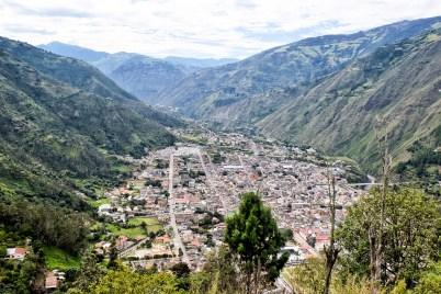 Uitzicht over de stad Banos vanuit het panoramisch uitkijkpunt