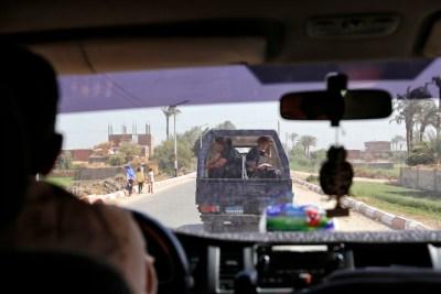 Politie convoy naar Abydoss en Dendara