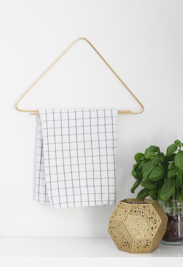towel rack DIY_ La La Lovely