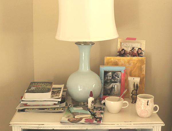 messy-nightstand_la-la-lovely
