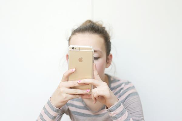 starbucks and iphones via lalalovelyblog
