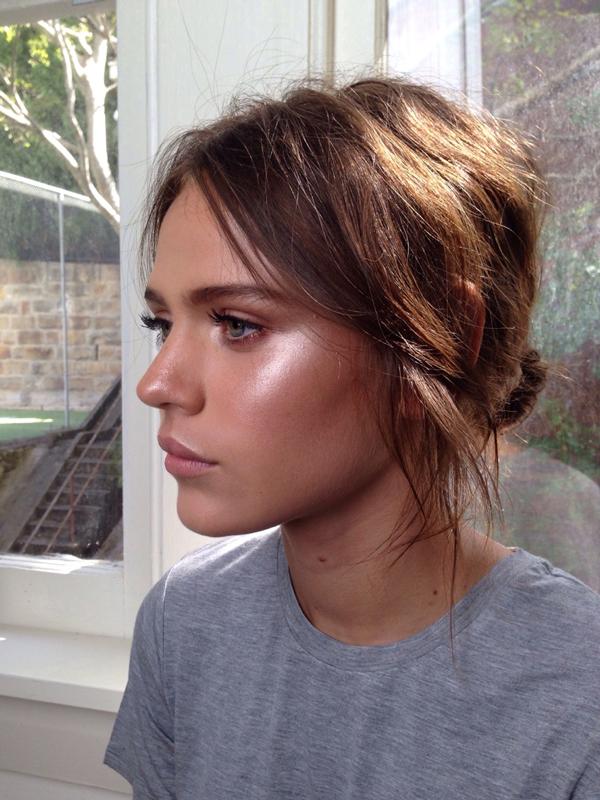 La La Loving glowing makeup