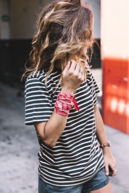 bandana-vermelha-no-punho-325x485