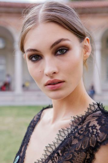 hbz-makeup-trends-2017-smudged-smoked-ferretti-bks-m-rs17-1738_1