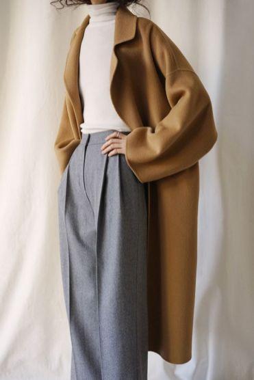 Com pantalona de alfaiataria