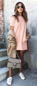 Com look millennial pink