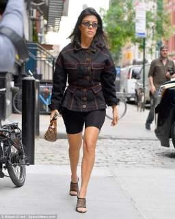 kourtney-kardashian-struts-around-in-bicycle-shorts-with-kendall
