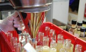 Fabrication artisanale - mise en flacon des sirops