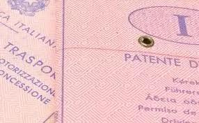 Cambia l'esame di revisione della patente: quiz su tablet o pc